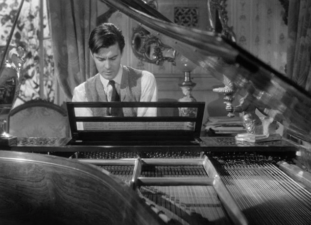 Letter from an Unknown Woman - Stefan playing piano